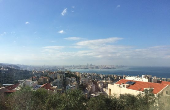 270sqm Apartment for sale in Awkar