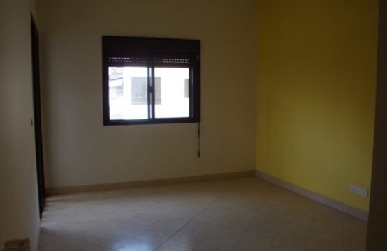 200sqm Apartment for sale in Ballouneh