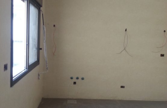 175sqm Apartment for sale in Adonis